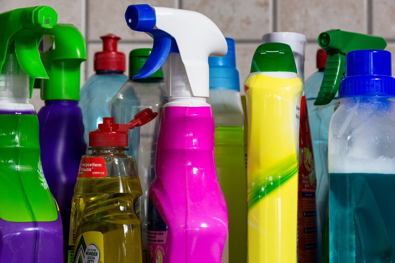 plastic bottles cleaning agents